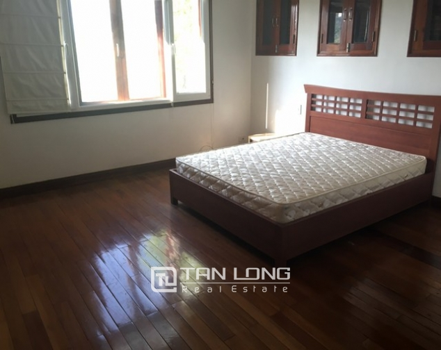 Lake front house with 3 bedrooms to rent in Nguyen Dinh Thi, Tay Ho, Hanoi 4