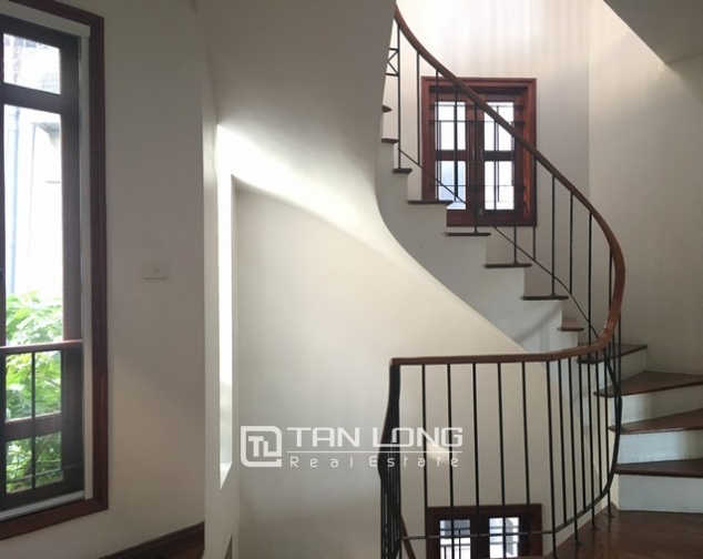 Lake front house with 3 bedrooms to rent in Nguyen Dinh Thi, Tay Ho, Hanoi 7