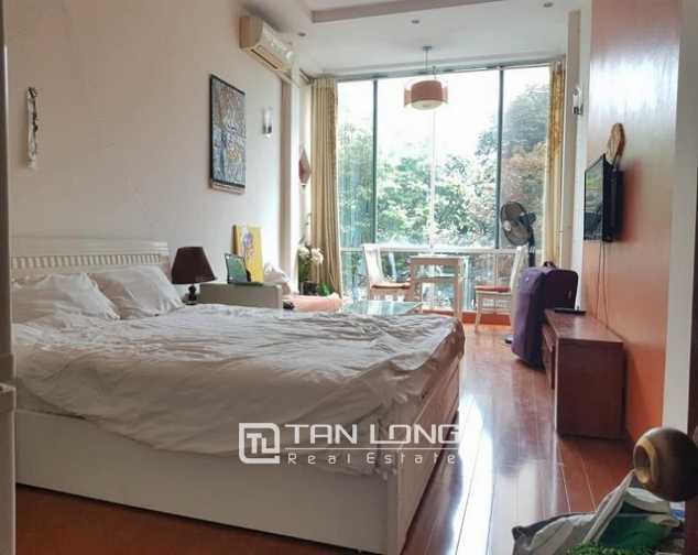 Lake view 1 bedroom apartment for rent in Yen Phu street Tay Ho district 2