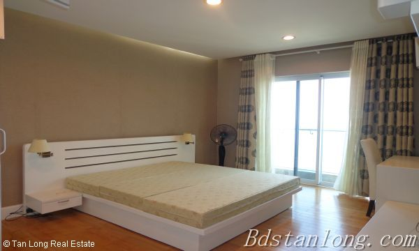 Lake view apartment for lease in Golden Westlake Hanoi 5