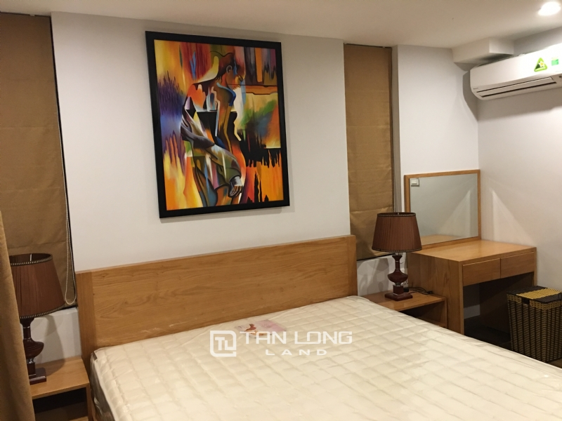 Lake view apartment for rent in road surface Nhat Chieu street, Tay ho district 9