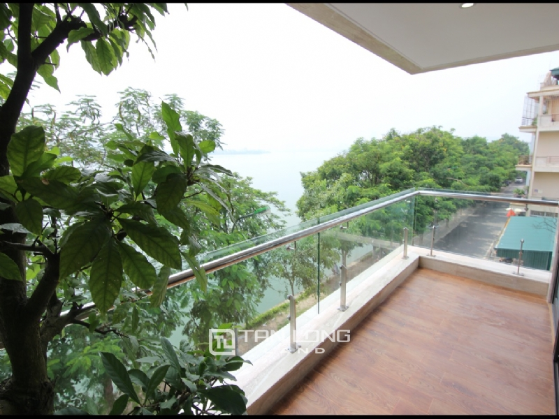Lake view apartment for rent in road surface Nhat Chieu street, Tay ho district 3