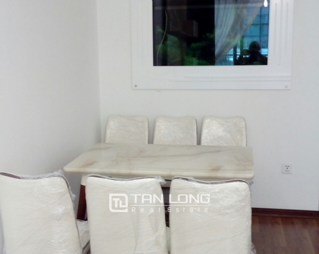 Lake view apartment with 2 bedrooms for rent in Vinhomes Nguyen Chi Thanh, Hanoi 2