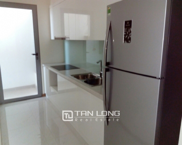 Lake view apartment with 2 bedrooms for rent in Vinhomes Nguyen Chi Thanh, Hanoi 3