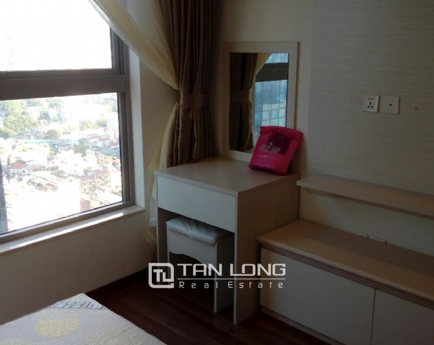 Lake view apartment with 2 bedrooms for rent in Vinhomes Nguyen Chi Thanh, Hanoi 4