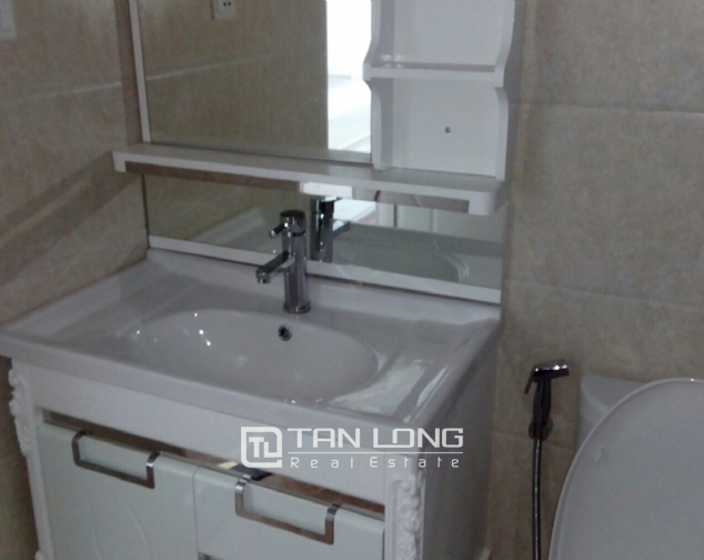 Lake view apartment with 2 bedrooms for rent in Vinhomes Nguyen Chi Thanh, Hanoi 7