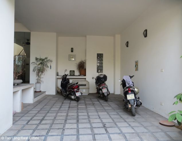 Lake view modern and beautiful house for rent on Bo De St, Long Bien Dict 4