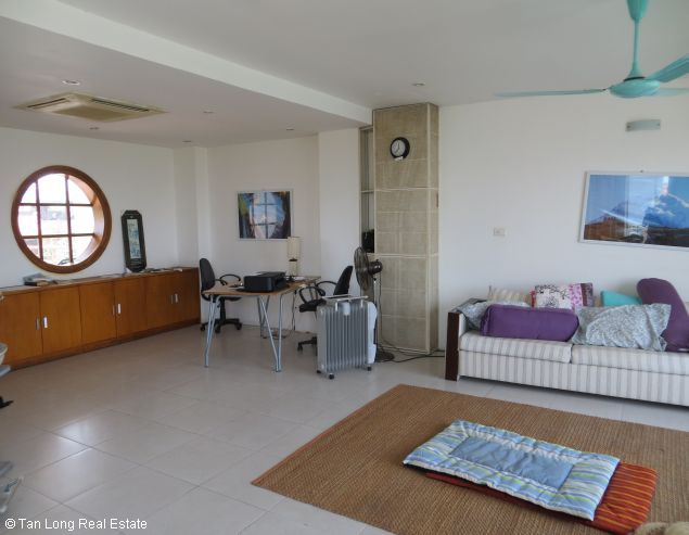 Lake view modern and beautiful house for rent on Bo De St, Long Bien Dict 7