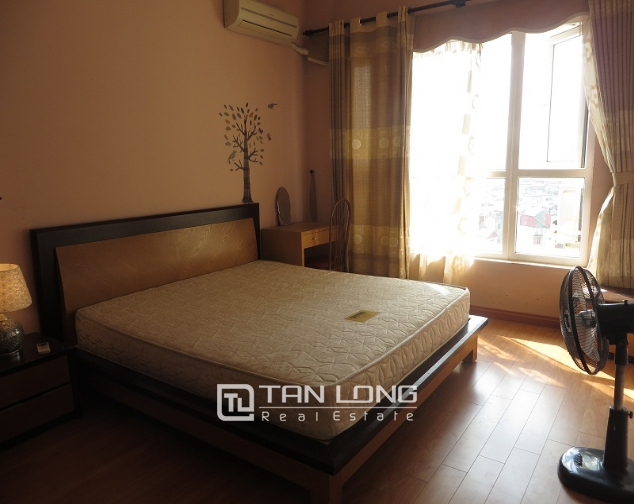Lake view with balcony apartment for rent in Ngoc Khanh, Ba Dinh district 3