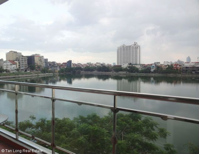 Lake-front 2 bedroom apartment for rent in Xuan Dieu, Tay Ho, Hanoi 3