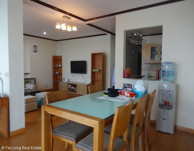 Lake-front 2 bedroom apartment for rent in Xuan Dieu, Tay Ho, Hanoi 4