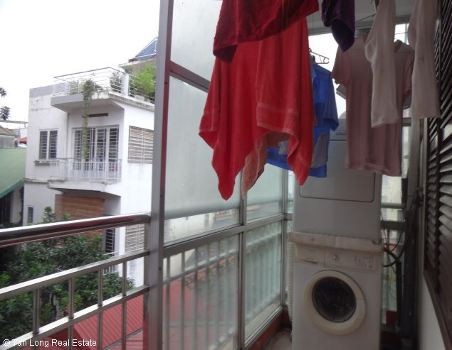 Lake-front 2 bedroom apartment for rent in Xuan Dieu, Tay Ho, Hanoi 5