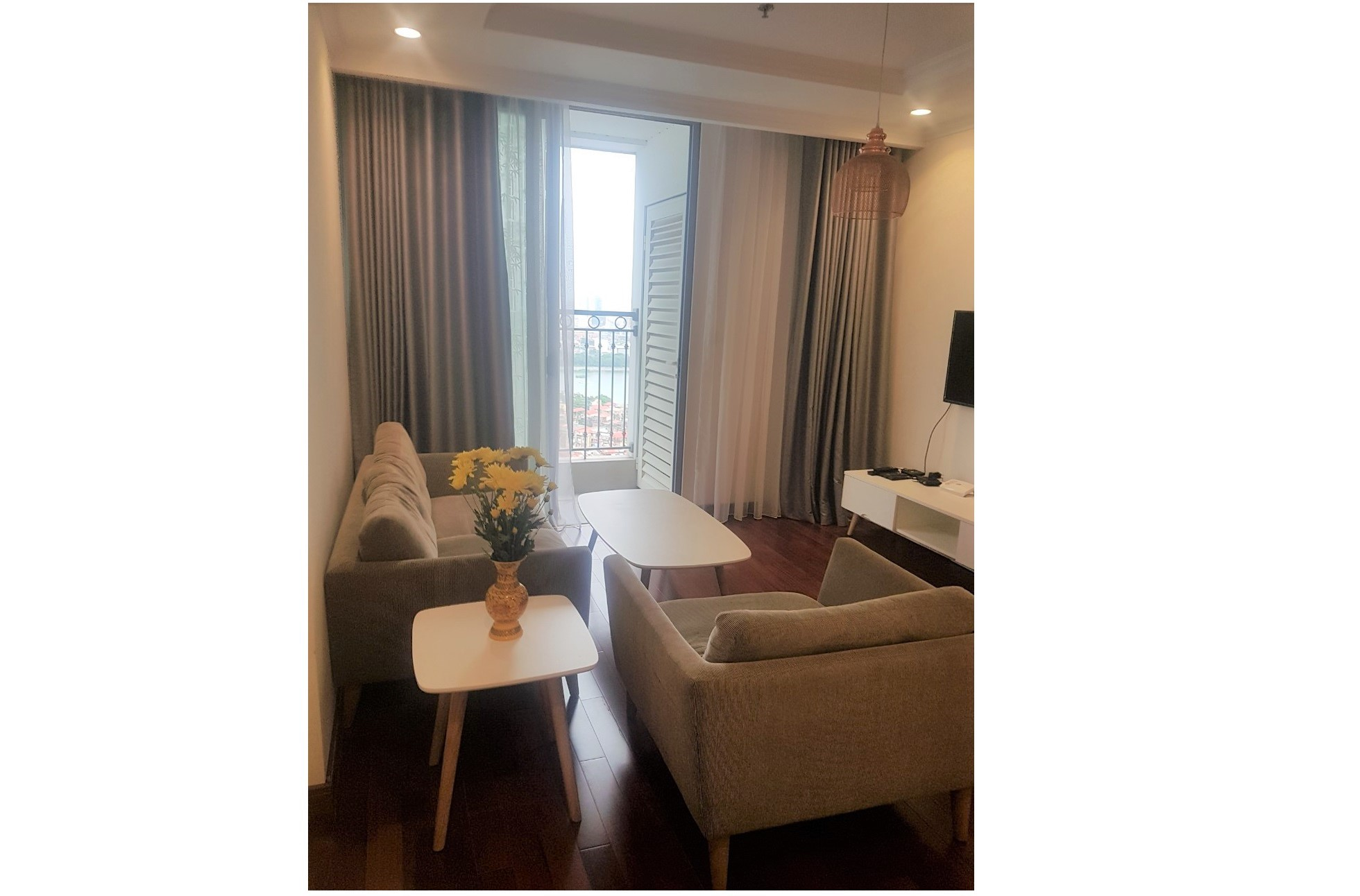 Lakeview 2 bedroom apartment for rent in Vinhomes Nguyen Chi Thanh