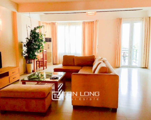 Lakeview 2 bedroom apartment for rent on Nhat Chieu, Tay Ho 2