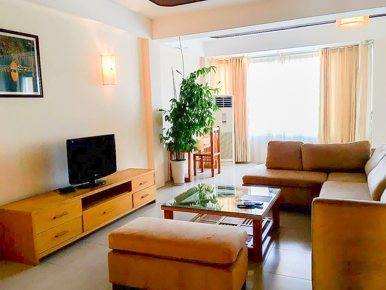 Lakeview 2 bedroom apartment for rent on Nhat Chieu, Tay Ho
