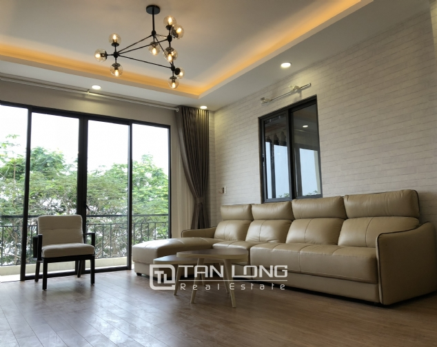 Lakeview 2 bedroom apartment on Nhat Chieu street, Next to West Lake and Water Park 1