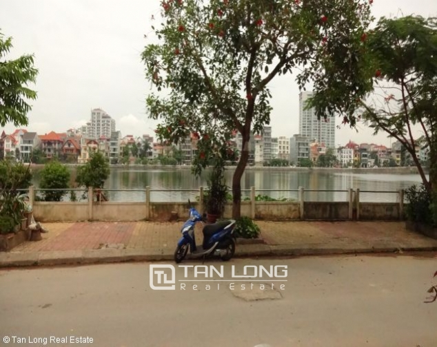 Lakeview 4 bedroom villa with swimming pool for rent in Nghi Tam village, Tay Ho dist 3