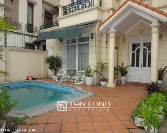 Lakeview 4 bedroom villa with swimming pool for rent in Nghi Tam village, Tay Ho dist 6
