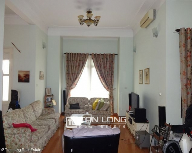 Lakeview 4 bedroom villa with swimming pool for rent in Nghi Tam village, Tay Ho dist 9