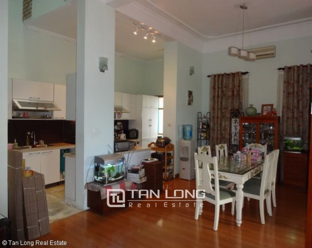 Lakeview 4 bedroom villa with swimming pool for rent in Nghi Tam village, Tay Ho dist 2