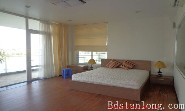 Lake-view serviced apartment in Xuan Dieu street for rent 2