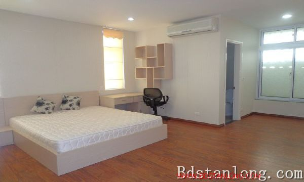 Lake-view serviced apartment in Xuan Dieu street for rent 4