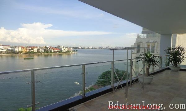 Lake-view serviced apartment in Xuan Dieu street for rent 5