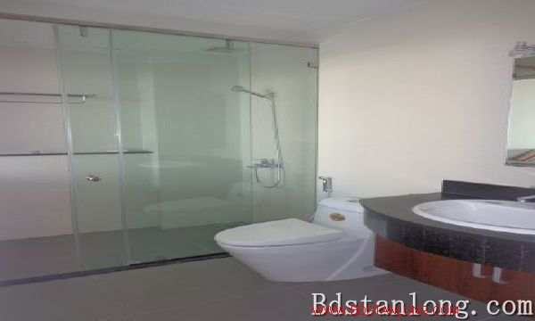 Lake-view serviced apartment in Xuan Dieu street for rent 10