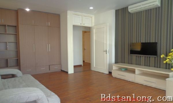 Lake-view serviced apartment in Xuan Dieu street for rent 7