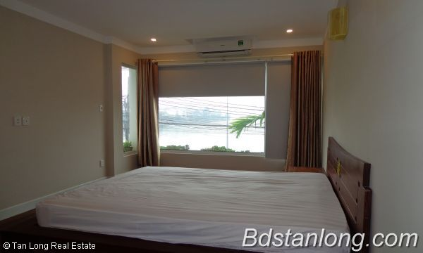 Lakeview three bedroom apartment in Xuan Dieu street Hanoi for rent 6