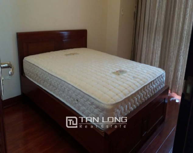 Large 3 bedroom apartment for rent in R1 Royal City 7