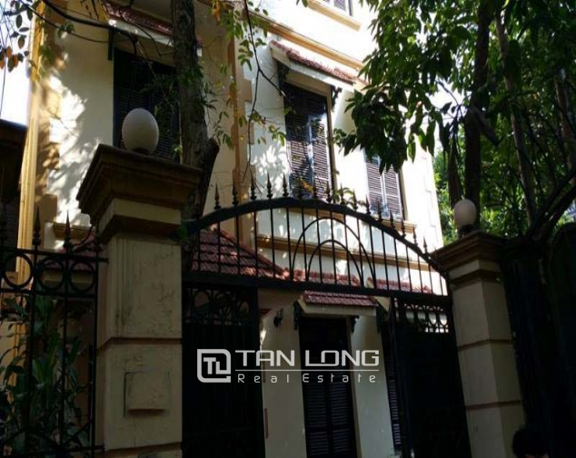 Large 4 bedroom villa for rent in Hoang Hoa Tham, Ba Dinh, Hanoi 1