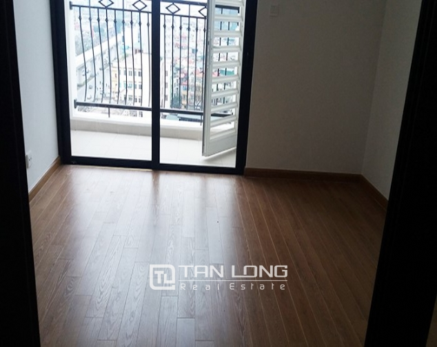 Lovely 1 bedroom apartment for rent in R6 Vinhomes Royal City, no furniture 4
