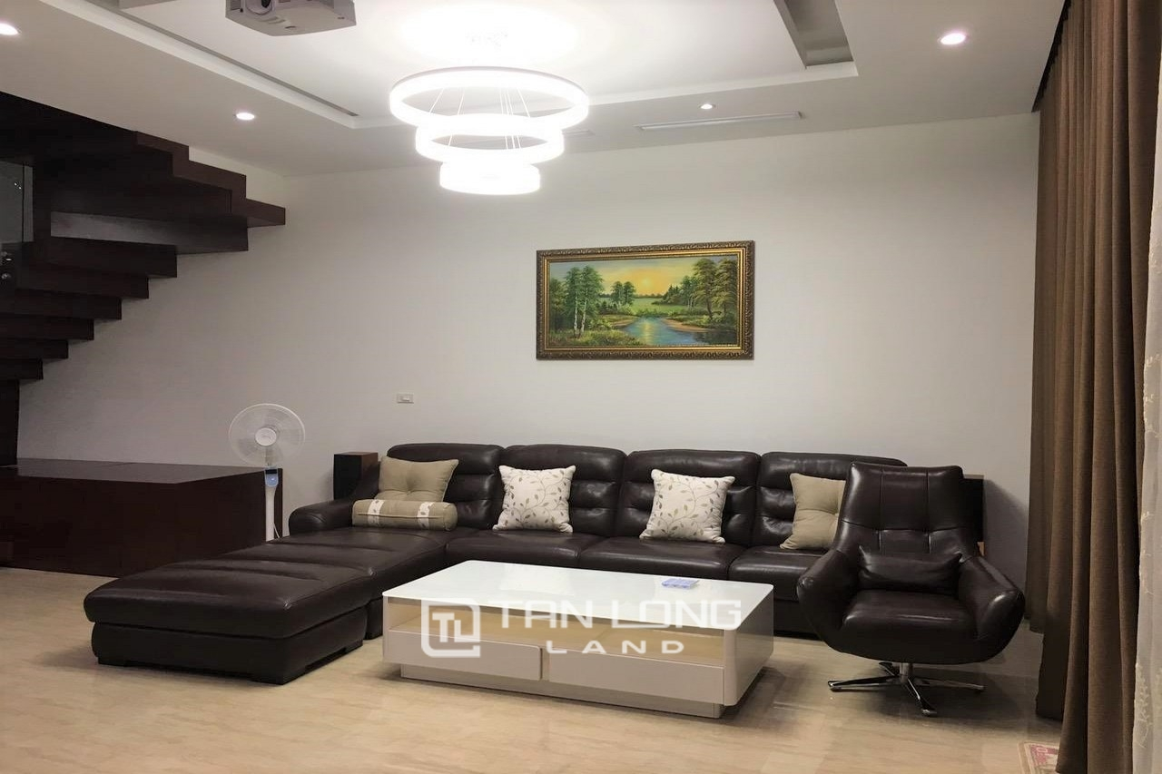 Luxurious 250 Sqm 3 Bedroom Villa For Lease In Vinhome Riverside, Long Bien District 3