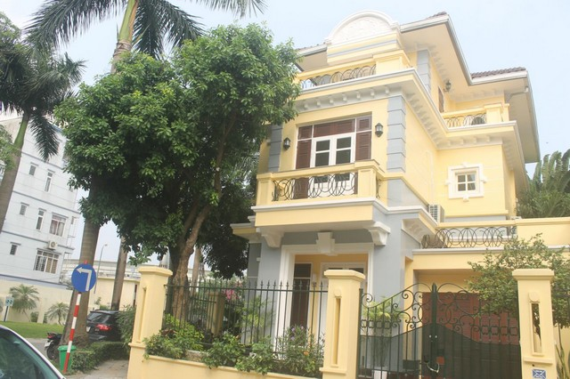 Luxurious and high standard fully funished villa for rent in D4 block , Ciputra