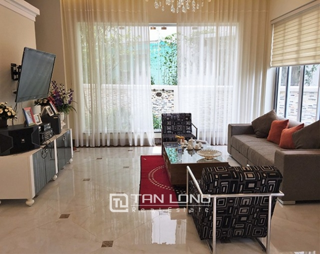 Luxurious villa for lease in Vinhomes Riverside in Hoa Phuong with full furniture 2