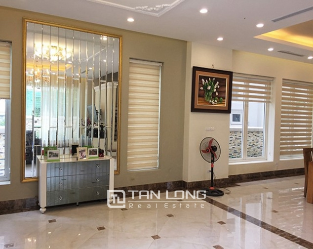 Luxurious villa for lease in Vinhomes Riverside in Hoa Phuong with full furniture 3