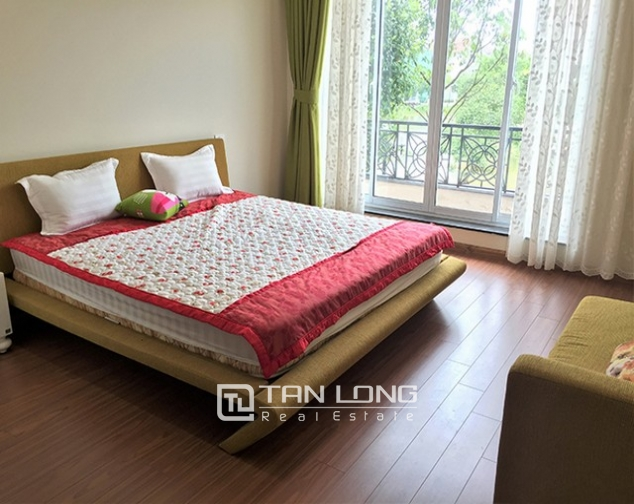 Luxurious villa for lease in Vinhomes Riverside in Hoa Phuong with full furniture 8