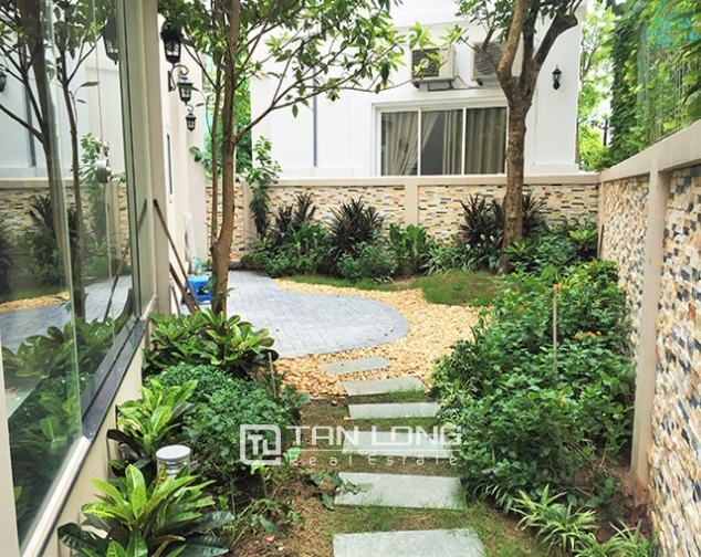 Luxurious villa for lease in Vinhomes Riverside in Hoa Phuong with full furniture 1