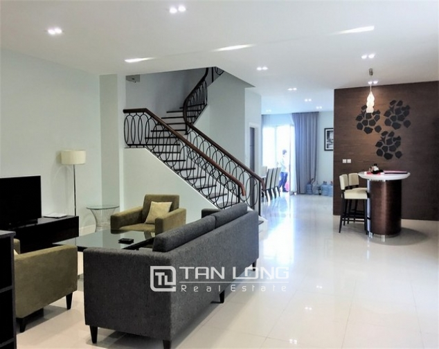 Luxurious villa for lease in Vinhomes Riverside in Hoa Sua with full and modern furniture 1
