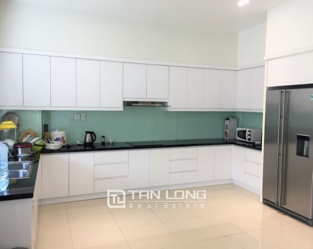 Luxurious villa for lease in Vinhomes Riverside in Hoa Sua with full and modern furniture 4