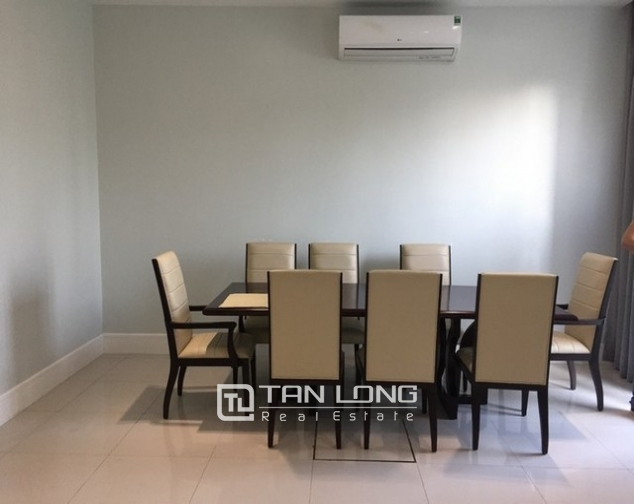 Luxurious villa for lease in Vinhomes Riverside in Hoa Sua with full and modern furniture 5