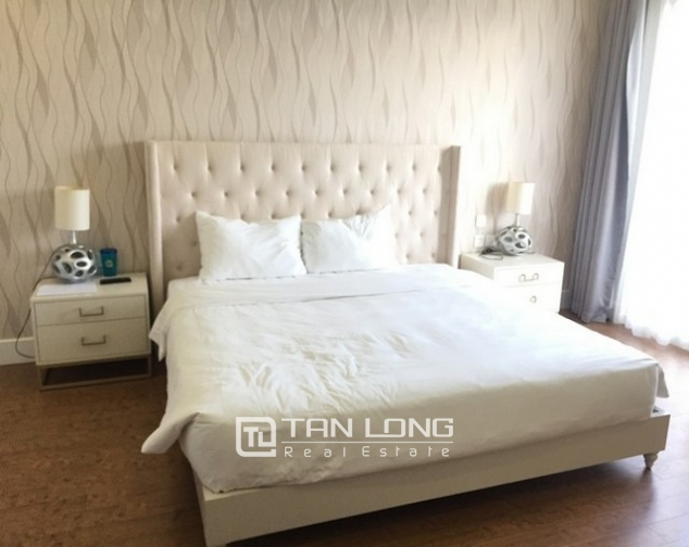 Luxurious villa for lease in Vinhomes Riverside in Hoa Sua with full and modern furniture 7