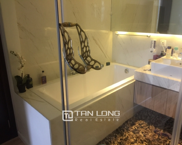 Luxury apartment for rent with 2 bedrooms in Watermark, Lac Long Quan street! 9