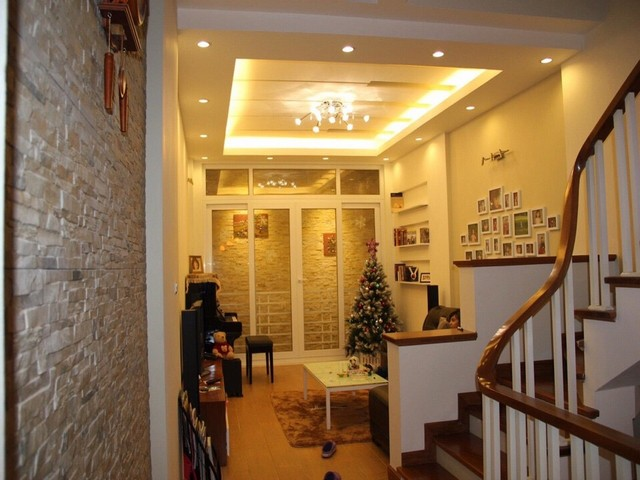 Luxury house in Lac Long Quan Street, Tay Ho district, Hanoi for rent