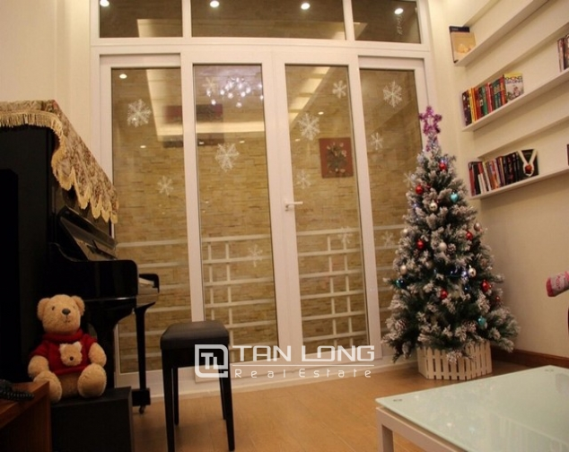 Luxury house in Lac Long Quan Street, Tay Ho district, Hanoi for rent 4