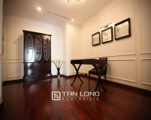 Luxury royal style three bedroom apartment for rent in Royal City, Nguyen Trai str., Thanh Xuan dist., Hanoi 3