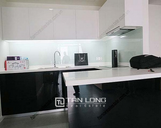 Luxury Watermark apartment in Tay Ho district for lease 5
