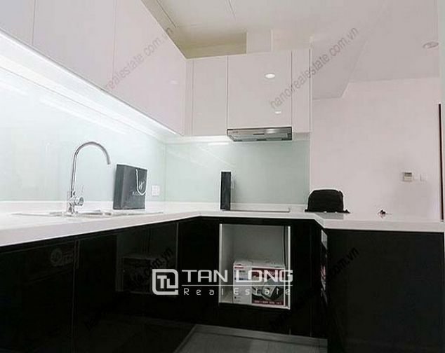 Luxury Watermark apartment in Tay Ho district for lease 6