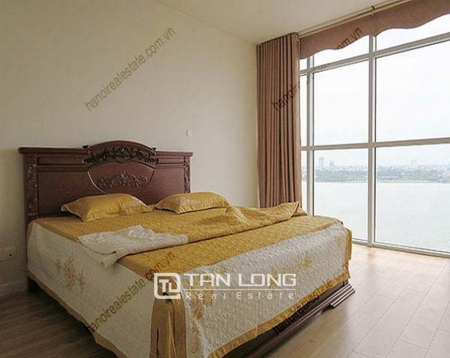 Luxury Watermark apartment in Tay Ho district for lease 7